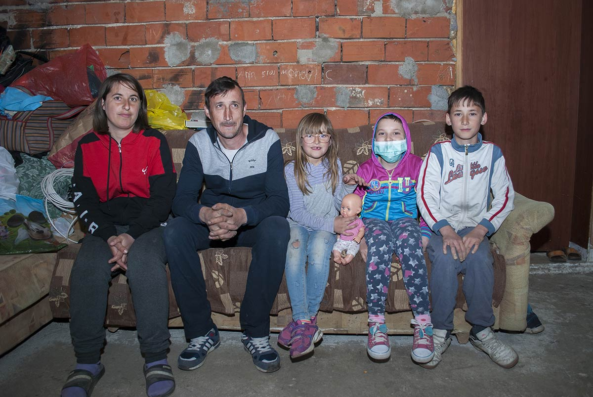 Where is justice here ??? Anya (9) from Bujanovac is suffering from leukemia and lives in an inconclusive house in which the wind blows from all sides!