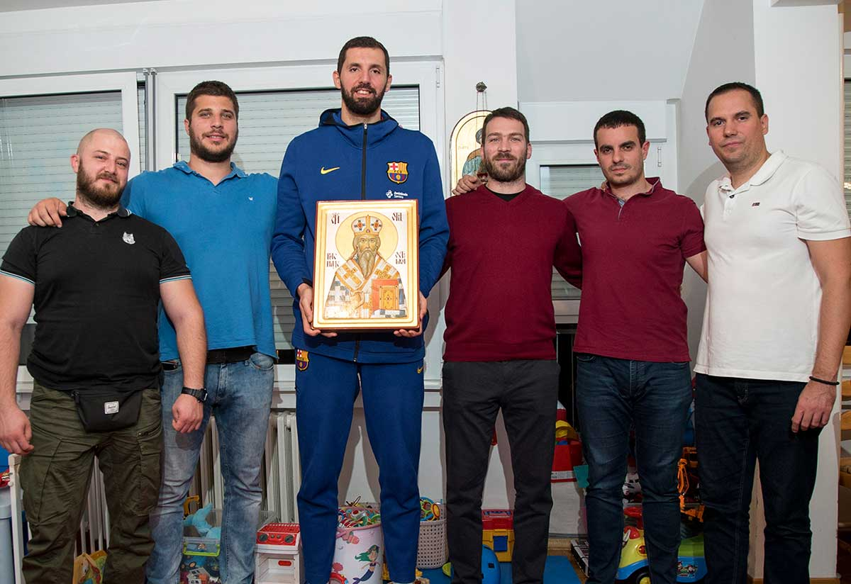 Charity organization Serbs for Serbs handed over the icon of Saint Basil of Ostrog to basketball player Nikola Mirotic