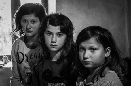 """""""I would like to at least have a snack"""" – the heartbreaking cry of Maja (12) and her sisters"""