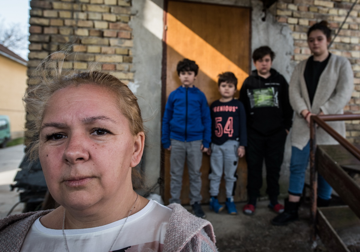 Despite living with cancer, violence and fear, Maja and her children are happy being together!