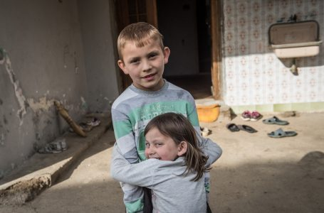 Little Luka takes care of his gravely ill sister Lana – a brother-and-sister love that has no end!