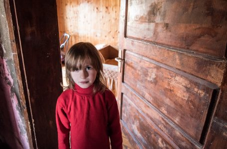Humidity is destroying their house! The Lojanica family near Sjenica need help, they don't even have chairs!